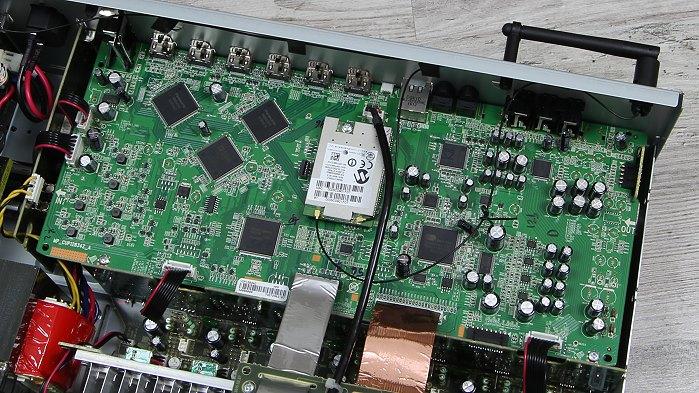 Denon AVR-X1300W Innenleben1