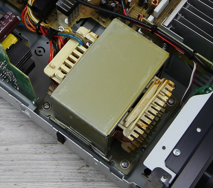 Yamaha RX-A860 Innenleben3
