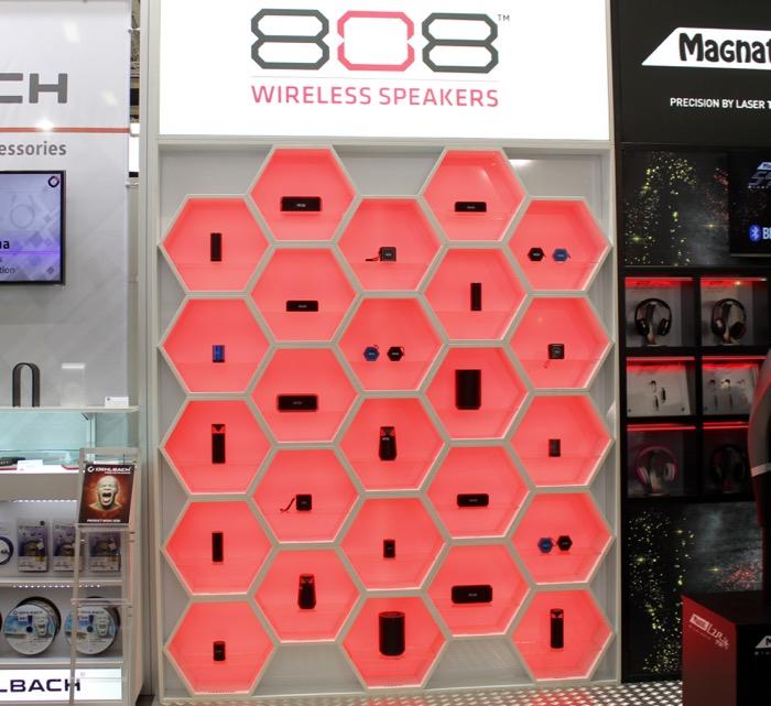 Voxx_808_wireless_speakers