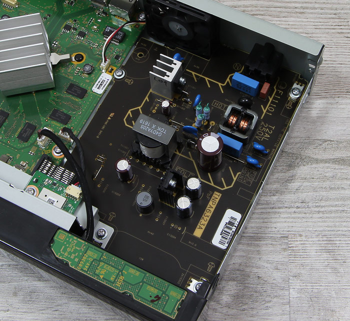 Panasonic-DMP-UB704EGK-Innenleben1