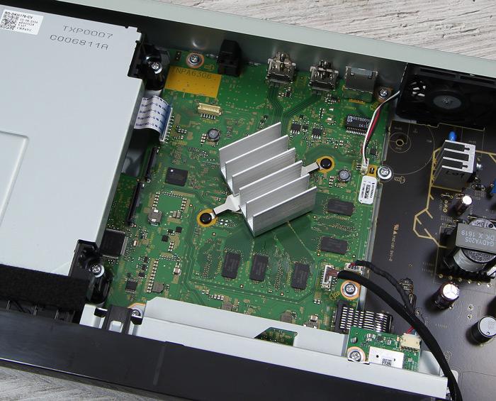 Panasonic-DMP-UB704EGK-Innenleben2