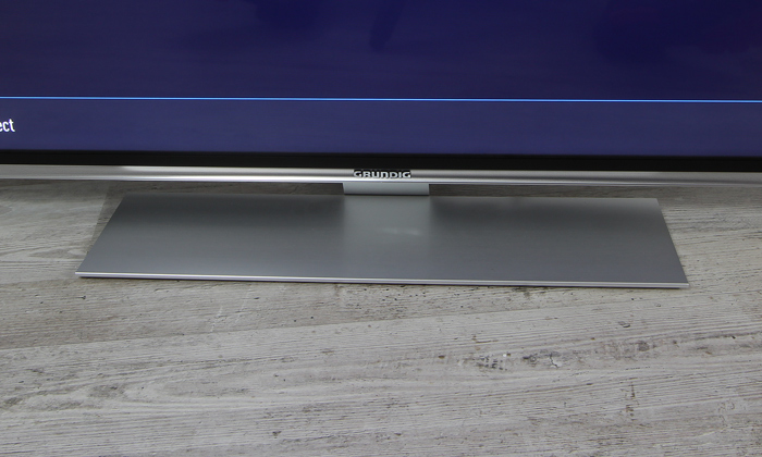Grundig-55GUS9688-Standfuss-Front1