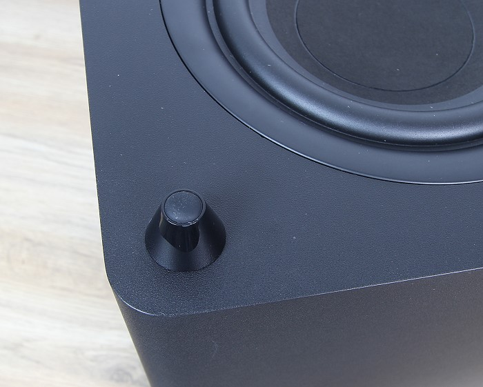 Harman_Kardon_SB20_subwoofer_fuss_detail
