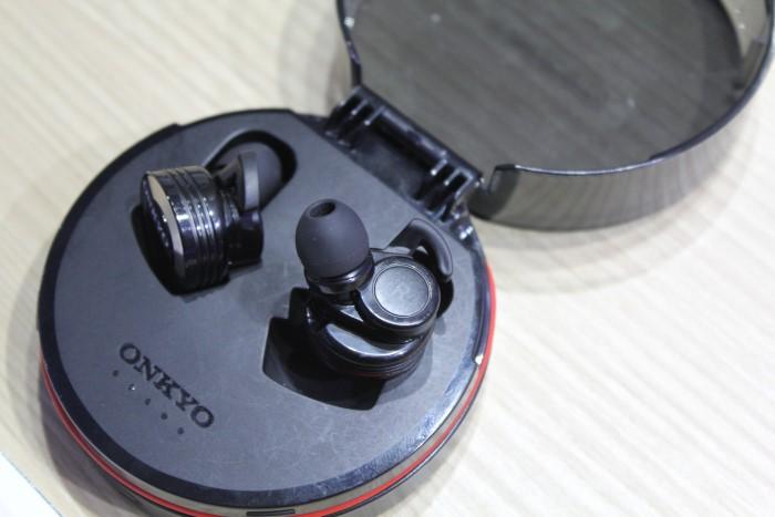 onkyo_true_wireless_earbuds