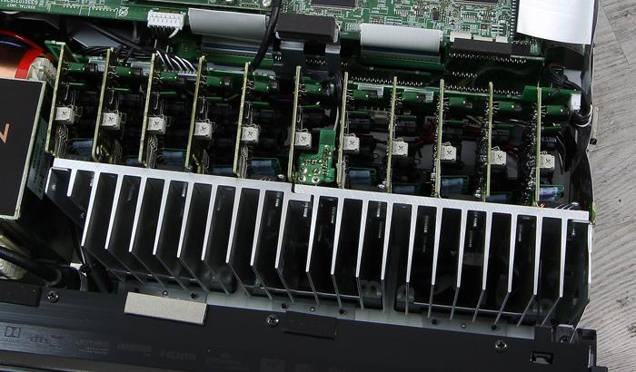 Denon-AVR-X6300H-Innenleben2