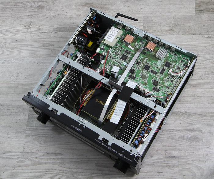 Yamaha-RX-A2060-Innenleben-Gesamt