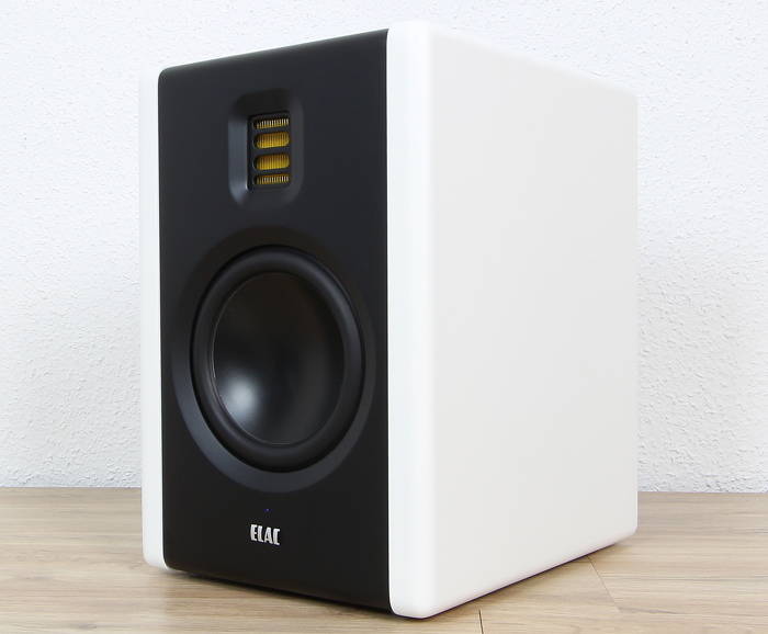 Elac-Active-Monitor-AM-200-Front-Seitlich