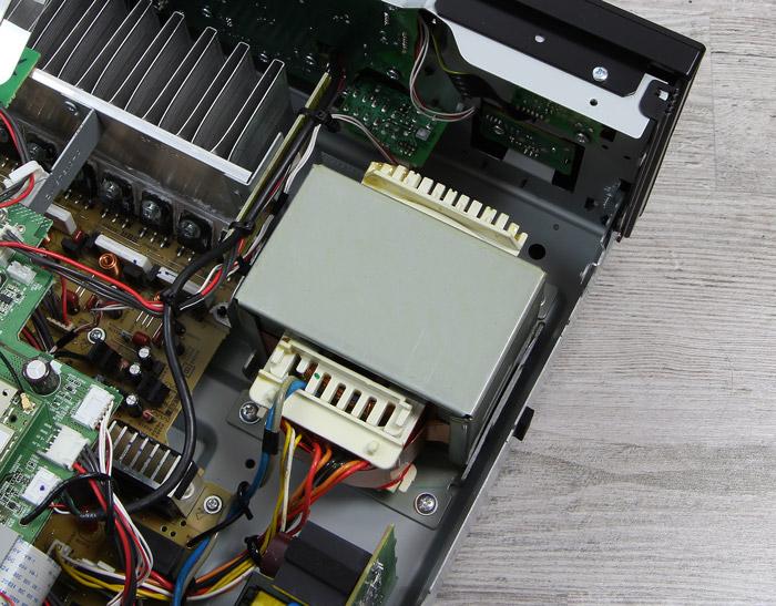 Yamaha-RX-A870-Innenleben1