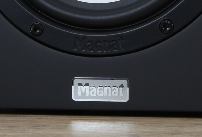 Magnat-Multi-Monitor-220-Detail-Front