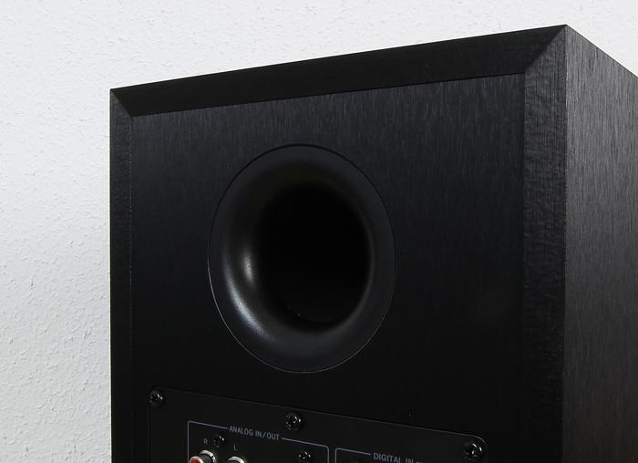 Magnat-Multi-Monitor-220-Master-Bassreflexrohr