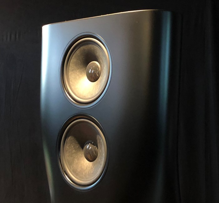kef_hegel_event_speaker_top