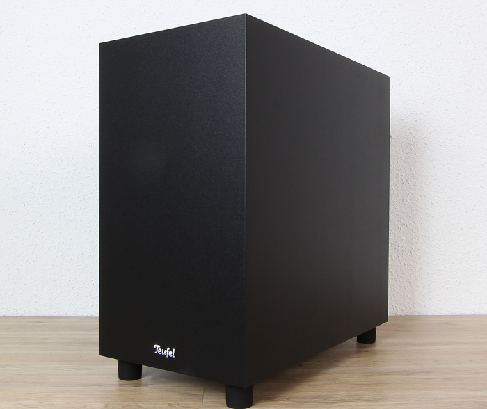 Teufel-Cinebar-One-Plus-Subwoofer-Front-Seitlich1