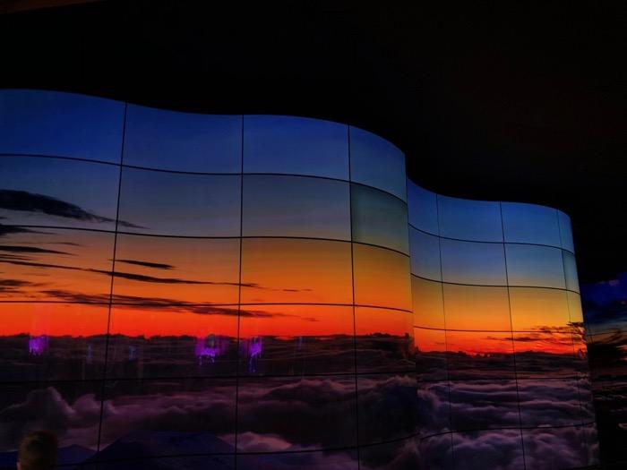 LG OLED Canyon 2